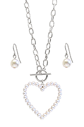 MULTI PEARL HEART HOOP PENDANT TOGGLE NECKLACE SET