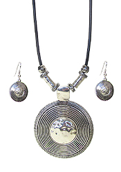 TEXTURED METAL PENDANT AND CORD NECKLACE SET - DISC
