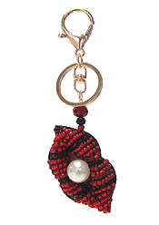 MULTI SEED BEAD AND PEARL KEY CHAIN - LIPS