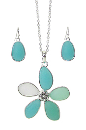 SEA GLASS FLOWER PENDANT NECKLACE SET