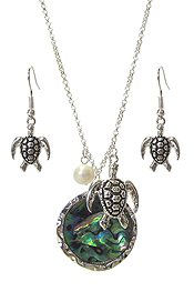 ABALONE DISC AND TURTLE PENDANT NECKLACE SET