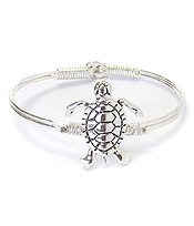 METAL WIRE BANGLE BRACELET - TURTLE