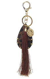 ANIMAL PRINT TEARDROP AND TASSEL KEY CHAIN