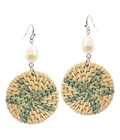 DISC RATTAN AND PEARL EARRING