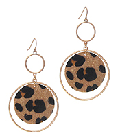 ANIMAL PRINT AND METAL HOOP EARRING