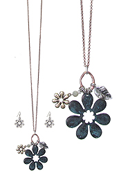METAL FLOWER PENDANT LONG NECKLACE SET