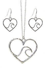 WAVE IN HEART PENDANT NECKLACE SET