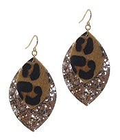 ANIMAL PRINT AND GLITTERING EARRING