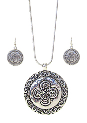 DESIGNER TEXTURED DISC PENDANT NECKLACE SET