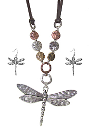 DRAGONFLY PENDANT AND METAL RING NECKLACE SET