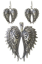 UTENSIL TEXTURED ANGEL WING PENDANT AND EARRING SET