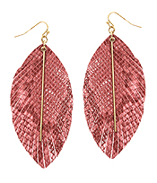 SNAKE SKIN TEXTURED LEATHERETTE FEATHER EARRING