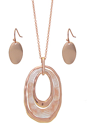 ORGANIC CELLULOSE AND METAL OVAL PENDANT NECKLACE SET