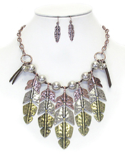HAMMERED MULTI METAL FEATHER DROOP NECKLACE SET