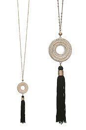 METAL CHAIN COIL HOOP AND TASSEL DROP LONG NECKLACE