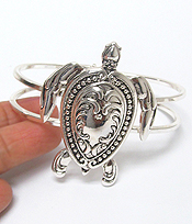 UTENSIL SPOON TEXTURED BANGLE BRACELET - TURTLE