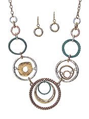 MULTI SHAPE METAL DISC LINK NECKLACE SET
