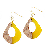 RESIN AND WOOD EARRING - OVAL