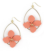 COAT FLOWER AND WIRE TEARDROP HOOP EARRING