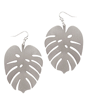 METAL CONTOUR LINE MONSTERA EARRING