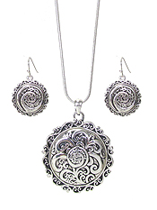 DESIGNER TEXTURED DOUBLE SIDED PENDANT NECKLACE SET - DISC