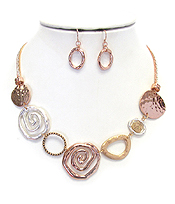 HAMMERED AND SWIRL METAL RING LINK NECKLACE SET
