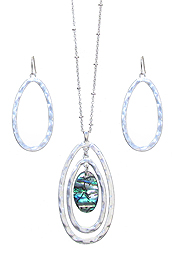 ABALONE AND MULTI OVAL RING PENDANT NECKLACE SET