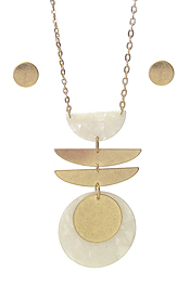 ORGANIC CELLULOSE AND METAL DISC MIX PENDANT LONG CHAIN NECKLACE SET
