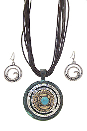 TURQUOISE CENTER METAL DISC PENDANT NECKLACE SET