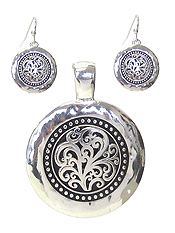 DESIGNER TEXTURED PENDANT AND EARRING SET