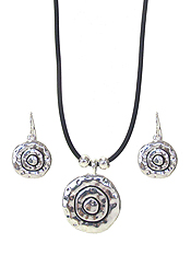 DESIGNER TEXTURED PENDANT AND CORD CHIAN NECKLACE SET