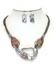 HAMMERED METAL AND LEATHER CORD NECKLACE SET