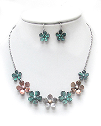 MULTI METAL LINKED FLOWERS NECKLACE SET