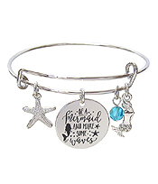 INSPIRATION MESSAGE STAMP DISC CHARM WIRE BANGLE BRACELET - BE A MERMAID AND MAKE SOME WAVES