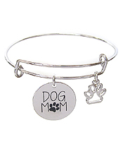 INSPIRATION MESSAGE STAMP DISC CHARM WIRE BANGLE BRACELET - DOG MOM