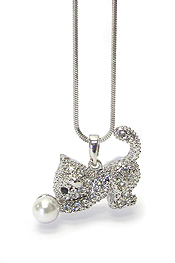 WHITEGOLD PLATING PEARL AND CRYSTAL STUD CAT PENDANT NECKLACE