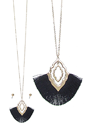 QUATREFOIL AND FAN TASSEL PENDANT LONG NECKLACE SET