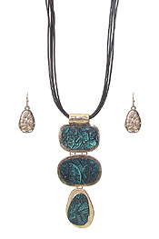 TEXTURED TRIPLE METAL PENDANT AND MULTI CORD NECKLACE SET