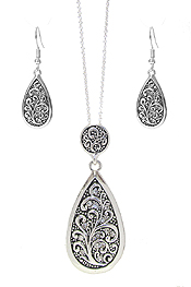DESIGNER TEXTURED TEARDROP PENDANT NECKLACE SET
