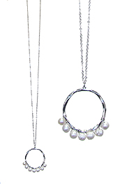MULTI PEARL AND METAL HOOP PENDANT LONG NECKLACE
