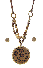 ANIMAL PRINT PENDANT AND MULTI BEAD NECKLACE SET
