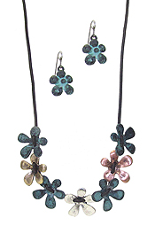 MULTI FLOWER LINK CORD NECKLACE SET
