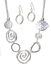 MULTI SWIRL METAL DISC LINK NECKLACE SET