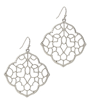 METAL FILIGREE QUATRE FOIL EARRING