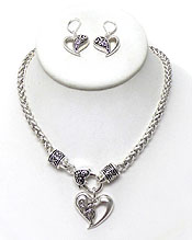 TEXTURED METAL HEART WITH METAL CHAIN NECKLACE SET