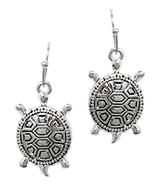 METAL TURTLE EARRING