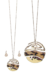 CELLULOSE AND METAL FILIGREE DISC PENDANT LONG NECKLACE SET - TORTOISE