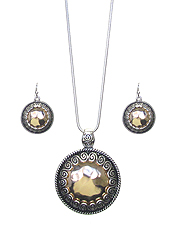 TEXTURED DISC PENDANT NECKLACE SET