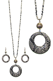 FAUX SNAKE SKIN DONUT PENDANT AND MULTI BEAD LONG NECKLACE SET