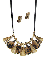 FAUX FUR ANIMAL PRINT AND METAL MIX NECKLACE SET
